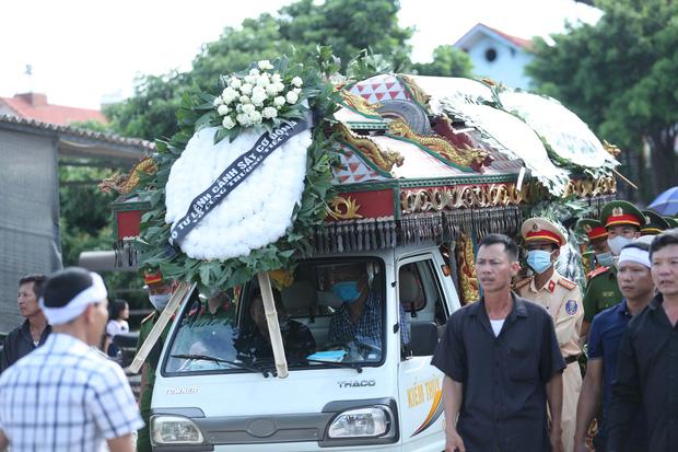 Vụ tài xế xe khách tông tử vong chiến sĩ CSCĐ: Phát hiện 1,6 tấn hàng lậu trên xe-2