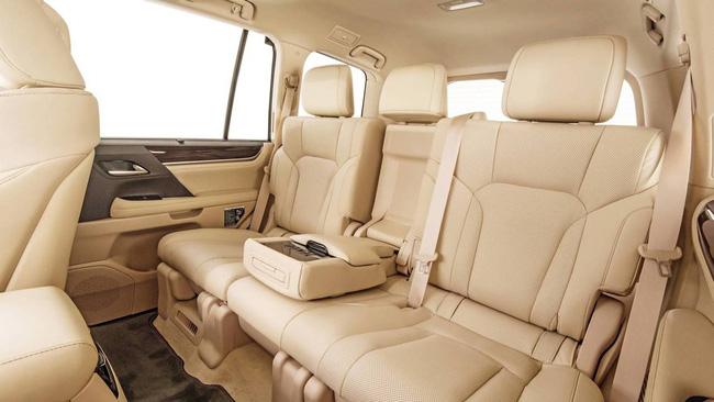 Tất tần tật về xế sang Lexus 570 trong vụ đánh ghen ở Lý Nam Đế: Được gọi là xe chủ tịch, giá bán từ 8,34 tỷ đồng và người cầm lái thường không phải chủ!-3