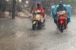 Bão số 5 di chuyển nhanh, giật cấp 13 hướng vào miền Trung gây mưa lớn trên cả nước-2