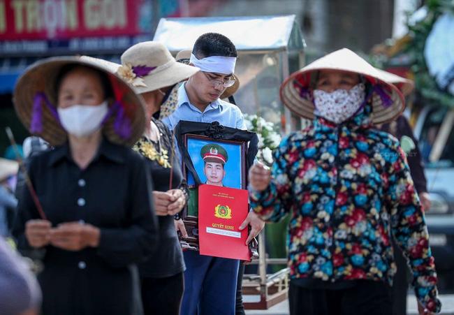 Khởi tố tội giết người, tạm giam 2 đối tượng tông tử vong chiến sĩ cảnh sát cơ động ở Bắc Giang-1