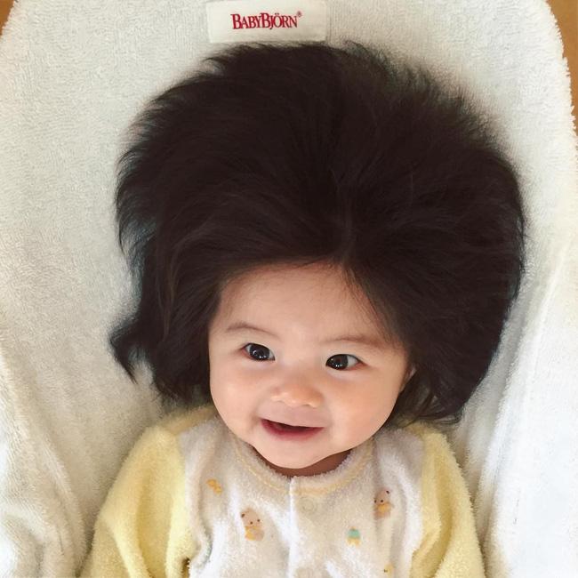 Từng nổi tiếng khắp MXH với mái tóc bờm sư tử lúc bé, hình ảnh hiện tại của cô bé tóc xù càng khiến mọi người bất ngờ hơn-2
