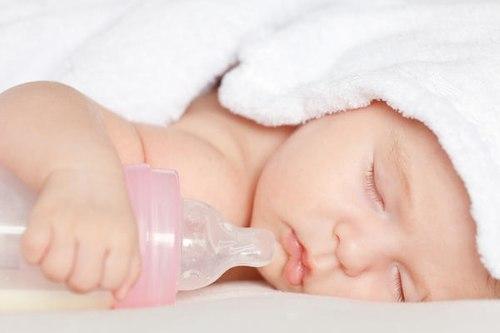 Sau khi tắm xong cho bé, mẹ không nên làm 3 điều này vì rất có hại cho trẻ-3