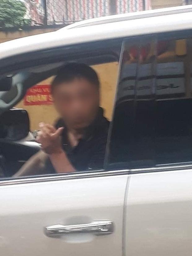 Danh tính đại gia đi Lexus LX 570 bị đánh ghen còn ra tay bóp cổ vợ trên phố Lý Nam Đế-1