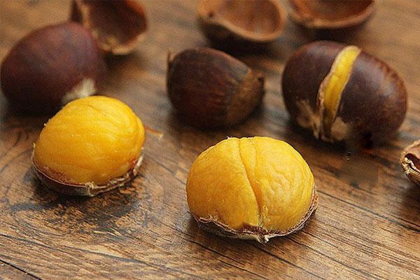 Mua hạt dẻ, chọn hạt cái mới thơm bùi ngọt, hạt đực ít thịt lại kém ngon-1