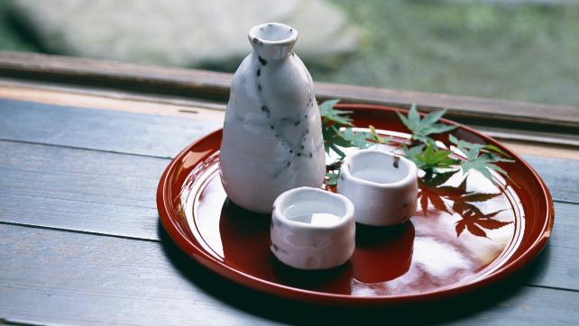 Tại sao người Nhật ăn nhiều bữa, lười tập thể dục mà tuổi thọ liên tục đứng đầu thế giới? Nhìn 3 cách họ uống nước bạn sẽ có ngay câu trả lời-2