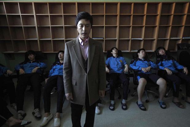 Cuộc chiến thi đại học Hàn Quốc: Học 16 tiếng/ngày, nhốt mình trong phòng biệt giam trắng, ám ảnh đến mức cần thôi miên để trấn tĩnh-9