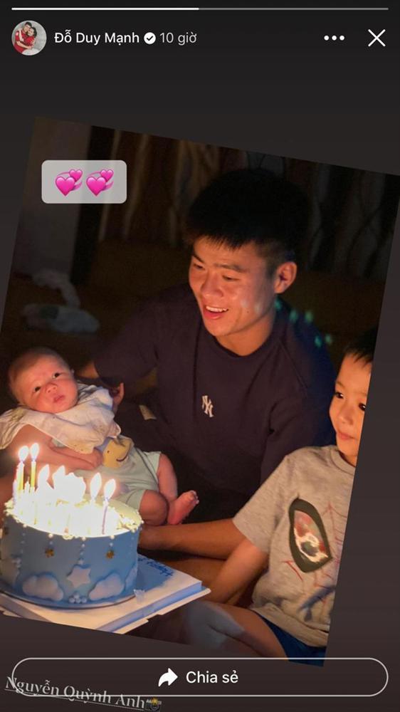 Duy Mạnh lần đầu khoe ảnh chụp cùng con trai cưng, nhưng biểu cảm của bé Ú Béo mới khiến mọi người thích thú-3