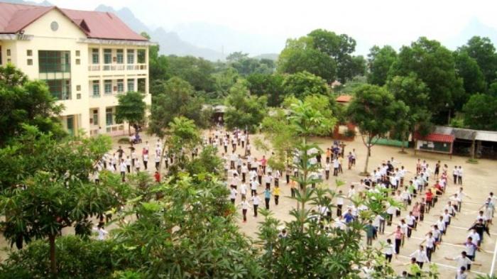 Nam sinh lớp 11 ở Hà Giang bị bạn đâm thấu ngực tại cổng trường-1