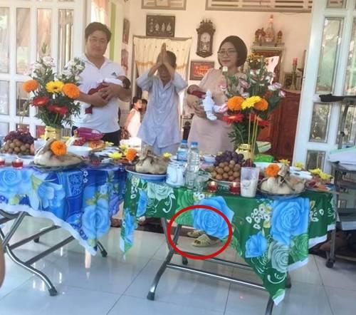 Sau sinh con với đại gia, HH Đặng Thu Thảo xuề xòa dép tổ ong, tích cực bán hàng-3