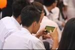 Quy định mới cho phép sử dụng điện thoại trong lớp: Học sinh mừng rơn, phụ huynh chỉ ngay ra điểm mấu chốt khiến trẻ đừng mơ mà xao nhãng học tập-4