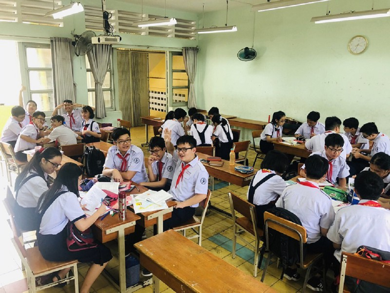 Học sinh được sử dụng điện thoại trên lớp phục vụ cho việc học-1