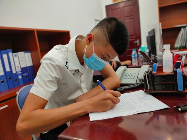 Con trai 19 tuổi thay mẹ ký đơn hiến tặng trái tim của cha cho bệnh nhi 11 tuổi-1