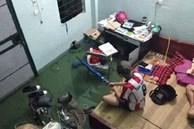 Sinh viên Đà Nẵng khóc ròng nhìn phòng trọ ngập tận mép giường, cả đêm thức trắng tát nước ra ngoài