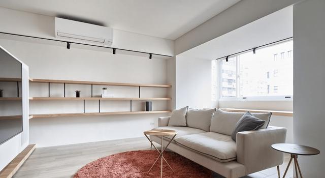 Ai nói ghế sofa bắt buộc phải được kê dựa vào tường? Hãy phá vỡ bố cục truyền thống này để căn phòng rộng rãi và tiện nghi hơn gấp bội-6