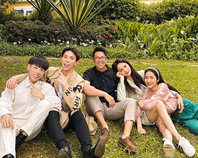 Bạn trai Hương Giang đọ bạn trai Hoà Minzy: 2 thiếu gia với tài sản khủng, cưng chiều người yêu trên mạng cho đến ngoài đời-28