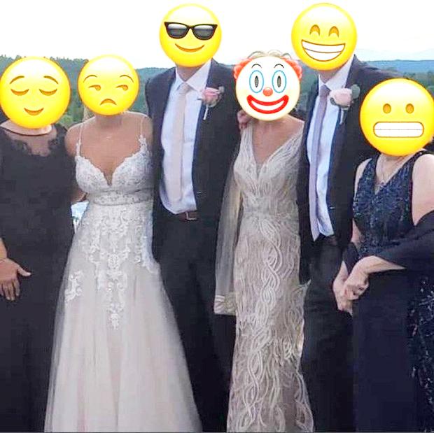 Diện váy trắng lồng lộn dự hôn lễ con trai, mẹ chú rể nhận về cơn mưa gạch đá vì khiến dân tình hoang mang không biết đâu là cô dâu-1
