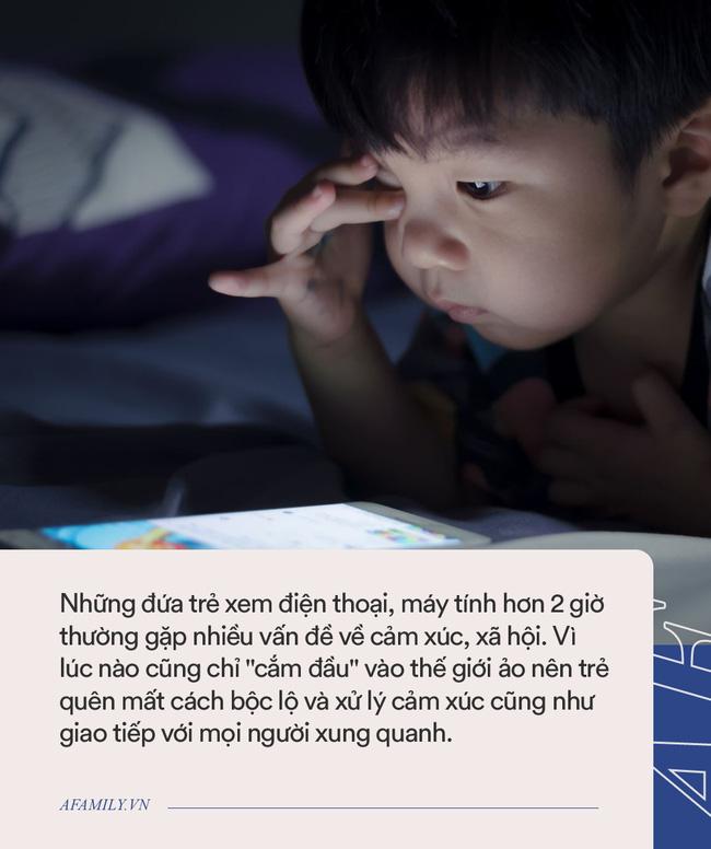 Ngoài việc gây hại mắt, trẻ xem điện thoại hơn 2 giờ/ngày còn vướng phải cả loạt vấn đề nghiêm trọng-2