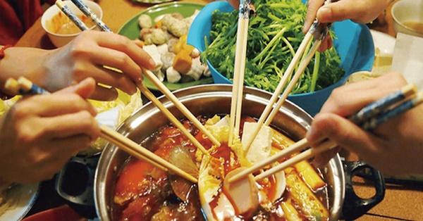 3 kiểu ăn cơm cực tai hại mà người Việt cần phải từ bỏ ngay trước khi làm mòn bao tử và rước thêm cả tá bệnh cho mình-4
