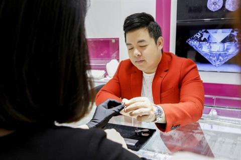 41 tuổi, Quang Lê giàu có, nổi tiếng, đời tư ồn ào nhưng vẫn lẻ bóng-6