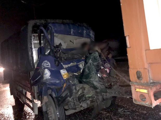 Xe tải tông xe đầu kéo trên cao tốc TP HCM - Trung Lương, 2 người tử vong-1