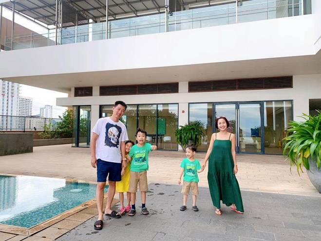 Ốc Thanh Vân ở nhà chăm con mặc bình dân, đổi style theo hội nữ tổng tài liền lên đời-4