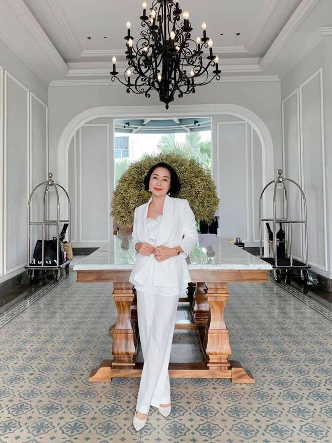 Ốc Thanh Vân ở nhà chăm con mặc bình dân, đổi style theo hội nữ tổng tài liền lên đời-7