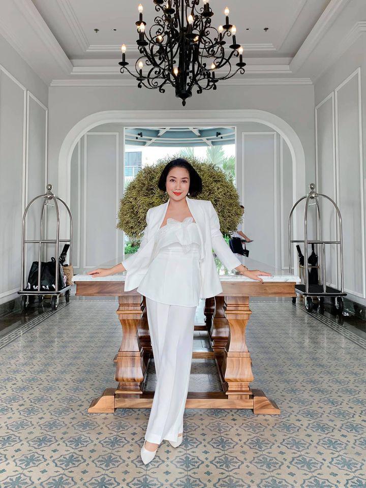 Ốc Thanh Vân ở nhà chăm con mặc bình dân, đổi style theo hội nữ tổng tài liền lên đời-9