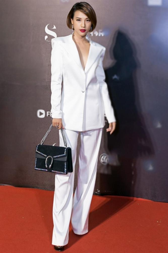 Ốc Thanh Vân ở nhà chăm con mặc bình dân, đổi style theo hội nữ tổng tài liền lên đời-18