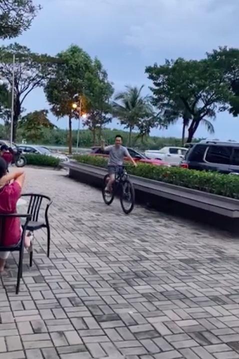 Cường Đô La than thở việc ở nhà chăm con gái cho Đàm Thu Trang lái siêu xe bạc tỉ đi cafe chiều chủ nhật-3
