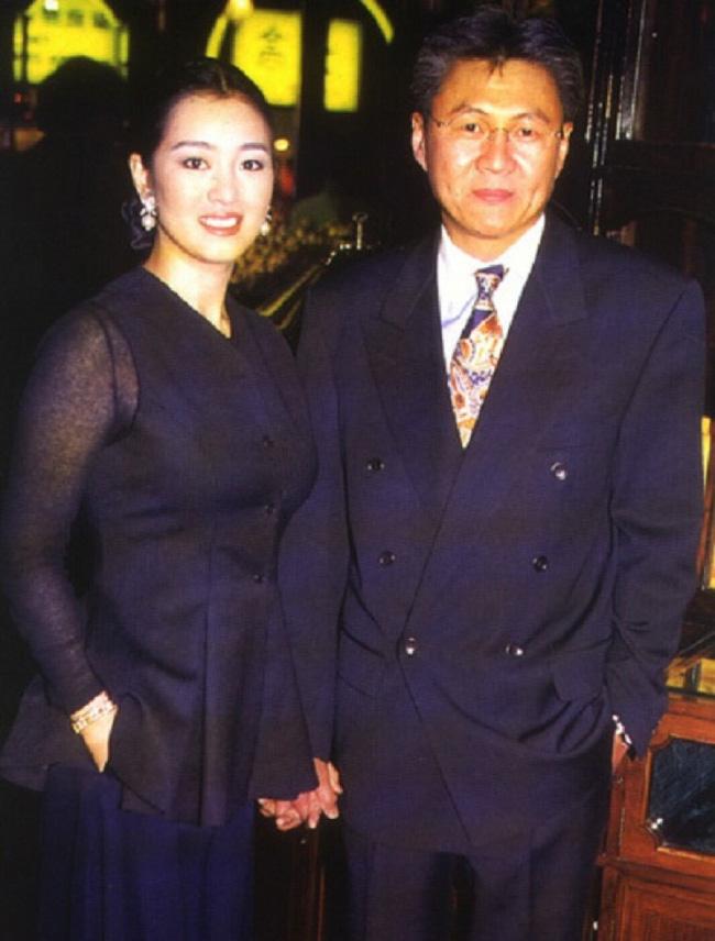 Cái kết của dàn mỹ nhân Hoa ngữ sau khi cùng đại gia chung hoạn nạn: Người hạnh phúc viên mãn, kẻ bị bỏ rơi rồi tự tử không thành-2