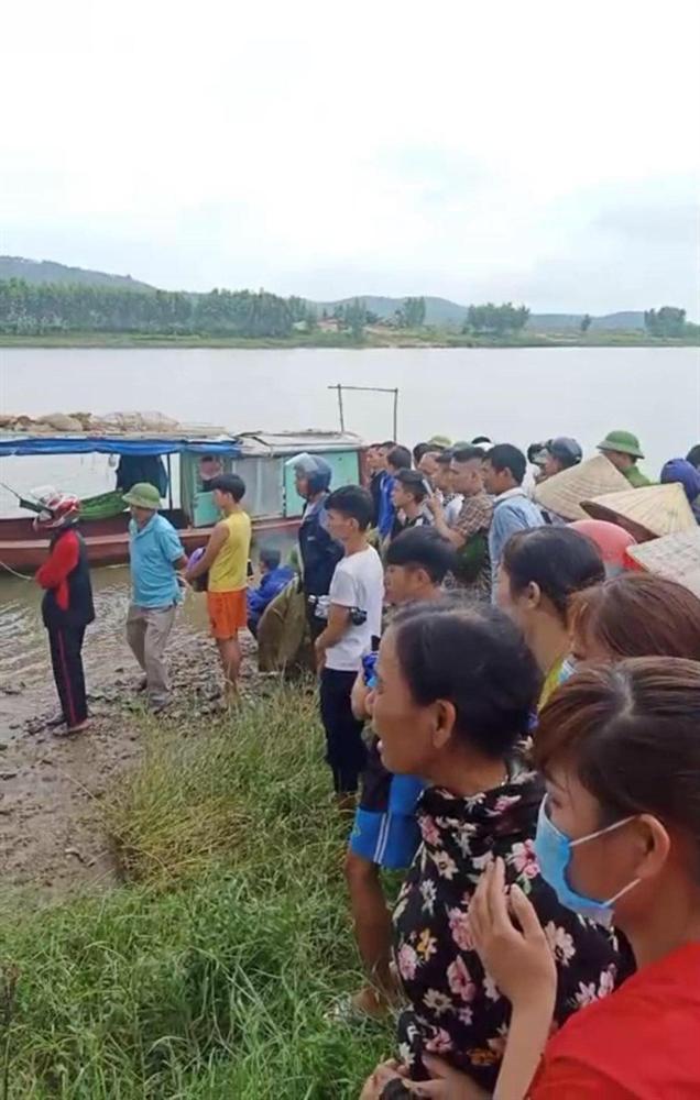 Vụ tài xế xe tải lao xuống sông cứu cô gái khiến 2 người bị nước cuốn mất tích: Tìm thấy thi thể 2 nạn nhân-1