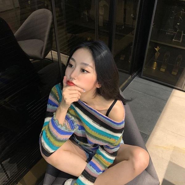 Idol Hàn có tuyệt chiêu kéo lệch áo lả lơi siêu sexy mà vẫn sang chảnh-11