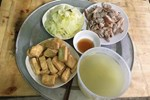 Từ câu chuyện dùng tô nhựa đựng canh nóng trong ngày đầu ra mắt nhà người yêu, chuyên gia chỉ ra thói quen ăn uống phải từ bỏ ngay của người Việt