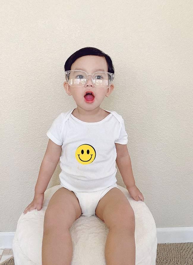 Con trai Phạm Hương sở hữu đôi chân dài miên man giống hệt mẹ, nhìn cậu ấm mà ngưỡng mộ cách nuôi con của Hoa hậu quốc dân-2
