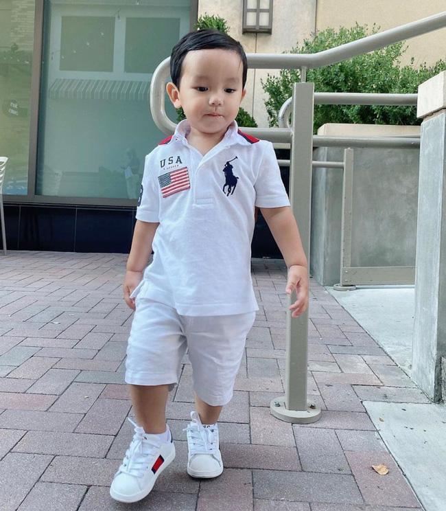 Con trai Phạm Hương sở hữu đôi chân dài miên man giống hệt mẹ, nhìn cậu ấm mà ngưỡng mộ cách nuôi con của Hoa hậu quốc dân-5
