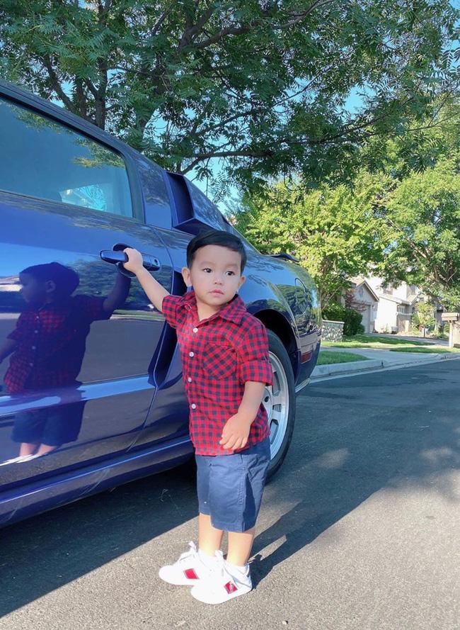 Con trai Phạm Hương sở hữu đôi chân dài miên man giống hệt mẹ, nhìn cậu ấm mà ngưỡng mộ cách nuôi con của Hoa hậu quốc dân-11