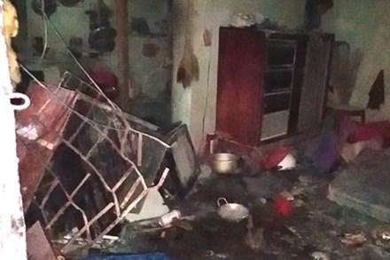Phòng trọ bốc cháy sau khi người đàn ông đi nhậu về