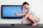 Đang xem bỗng tivi bị mất màu, đừng vội vàng bê đi sửa ở tiệm, chỉ cần thực hiện vài thao tác sau màn hình lại rõ nét sống động như thường