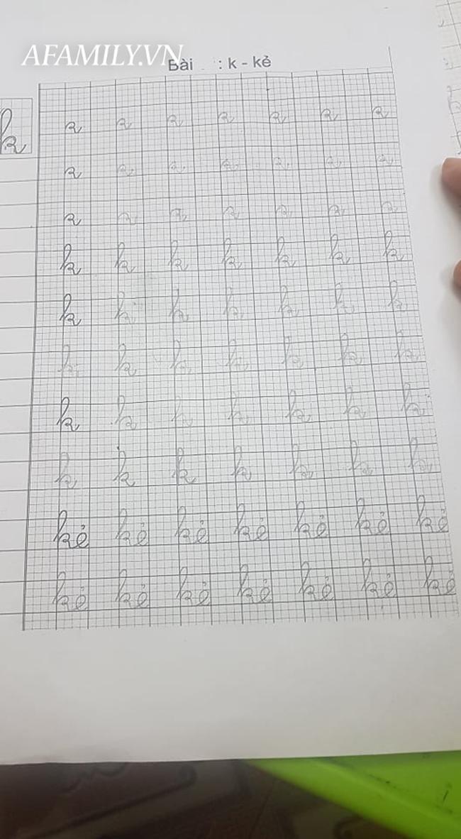 Con vào lớp 1: Học đến 11 rưỡi đêm, tay cầm bút viết run run vẫn vật lộn với bài tập về nhà, tôi có nên thừa nhận mình thất bại?-1