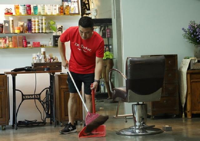 Sao nam Cbiz lao đao vì kiếp đỏ đen: Thành Long tự nhận là gã khốn, Lương Sơn Bá Mã Quốc Tất phải trả tiền cắt tóc bằng cách dọn dẹp-4