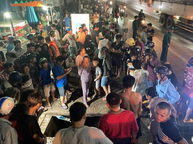 Hàng trăm người chui xuống cống tìm người phụ nữ bị nước cuốn ở Đồng Nai-4