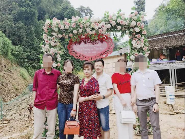 Tổ chức tiệc kỉ niệm ngày cưới hoành tráng, chị Thu Sao bị mỉa mai nhan sắc méo mó-4