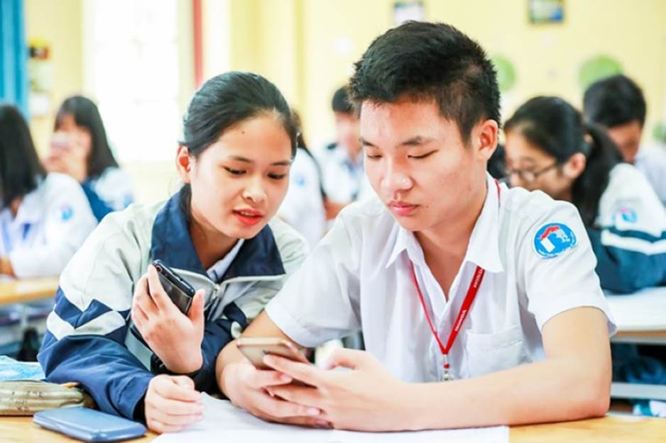 Học sinh sử dụng điện thoại trong giờ học: Cần hiểu đúng quy định-1