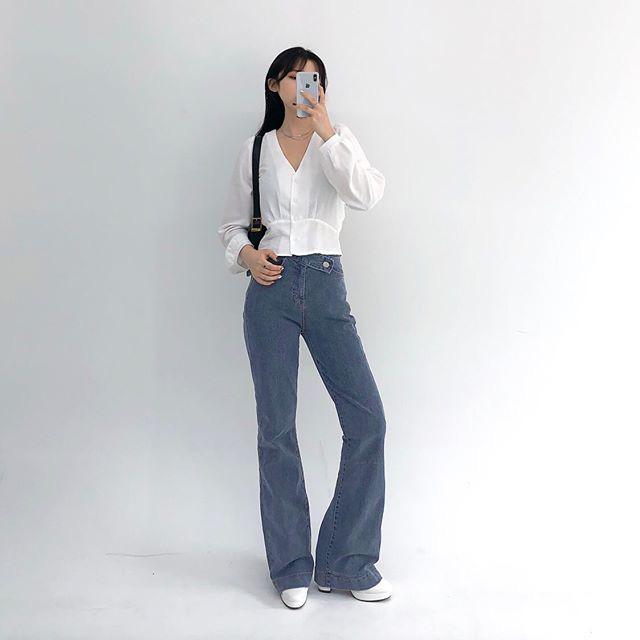 Jeans ống loe: Chiếc quần tôn dáng bậc nhất thu này nhưng liệu bạn đã biết cách diện chuẩn?-2