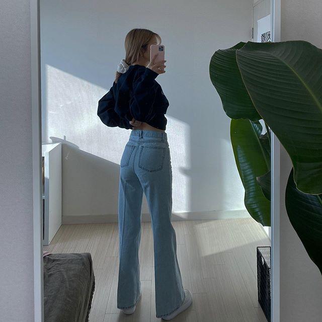 Jeans ống loe: Chiếc quần tôn dáng bậc nhất thu này nhưng liệu bạn đã biết cách diện chuẩn?-8