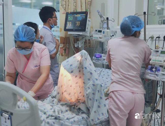 Bé trai 2 tháng tuổi suy hô hấp, nguy kịch do mẹ liên tục ăn củ dền trong thai kì và sau sinh-3