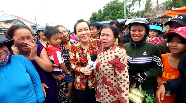 Loạt tình huống khốn đốn khi sao Việt đi chợ: Hài hước nhất là Trấn Thành, Trường Giang bị sờ má, kéo áo giữa khung cảnh náo loạn-10
