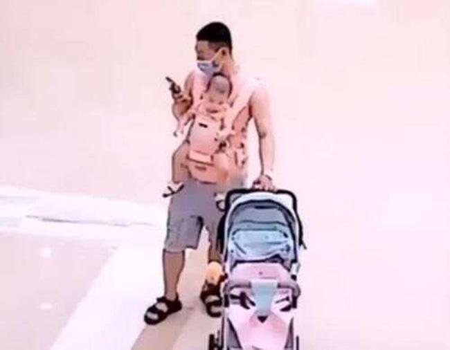 Ông bố mất não ngơ ngác tìm con giữa trung tâm thương mại khiến ai nấy xem xong cũng phải cười ngặt nghẽo-1