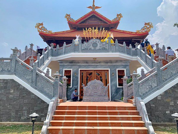 Hoài Linh tạm đóng cửa nhà thờ Tổ 100 tỷ, dân tình tò mò không biết bên trong có gì?-5