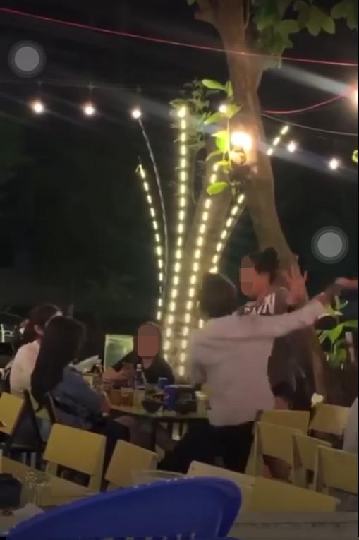 Vụ đánh ghen có một không hai trên bàn nhậu bởi… chồng dẫn vợ đi ăn còn tiện tay dắt luôn cả bồ theo-3